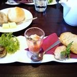 オリエンタルビーチ元町 - ランチコースの前菜3種