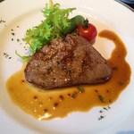 オリエンタルビーチ元町 - メインの牛フィレのステーキ