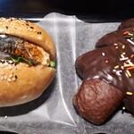 ブルー ツリー カフェ - さばバーガー270円とチョコツリー180円(税別)