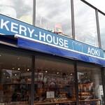 ブルー ツリー カフェ - 外観 一階はベーカリー