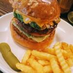 66 - アボカドチーズハンバーガー1300円税込。