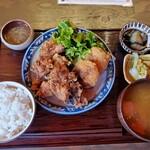 121166558 - 鶏からあげ昭和コロッケ定食