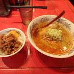 心斎橋 味仙 - 担仔麺¥750、セット魯肉飯¥200