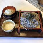 松葉亭 - 料理写真:ざるそば(とろろはオマケ)
