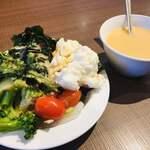 フォルクス - 料理写真:コーンスープ、ちょっと味が変わったのかな?トマトがこれでもか!ってくらい皮が厚く硬いな〜( ; _ ; )
