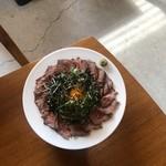 お肉料理とBBQもできる カフェレストラン ダイニングカフェ スクエア - 料理写真:ローストビーフ丼