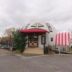 マリーチサーカスカフェ - この建物は美容院 カフェはこの奥にあります。