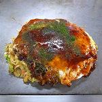 お多福 - 肉玉そば(ソース少なめ)