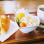 イブ - モーニング500円 ロールパンでホットコーヒー