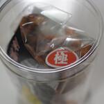 花見茶屋 水月 - 透明な筒に入ってます。