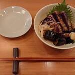 酒と肴 SUIGEI - 一本釣り鰹と茄子のたたき 880円