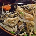 もつ鍋才谷 - 酢もつ(中身をかき混ぜたところ)