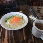 ハンバーグ オニオン - 料理写真:先ず最初にランチスープとサラダが運ばれて来ました。  スープはじっくり煮込まれたオニオンスープです。  サラダはサラダバーでお替りが出来ますよ。