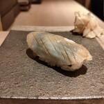 鮨 せいざん - 玉珧/中に海苔があり風味が良い