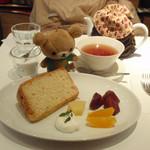 12120183 - バナナシフォンと紅茶。