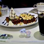 ホッカイドウミルクカフェ - ワッフル(ミルクチョコレートとバナナ)・アイスコーヒー