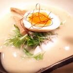 Torisobajiyuubanichikoro - 綺麗な半熟玉子、鶏肉チャーシューが美味しい♪