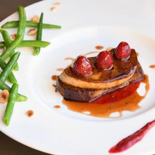 巨匠から受け継いだ伝統的なフランス料理をモダンな表情で。