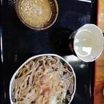 手打そば 勘助 - 料理写真:おろしそば並·630円。真ん中の器には暖かいそば湯が。