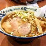 らあめん青葉 - 料理写真:らあめん醤油(中)