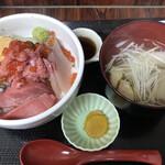 徳田屋食堂 - とくだ屋丼1100円。美味しい具材がたっぷりで、とても美味しかったです(╹◡╹)