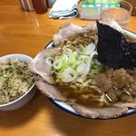 ケンちゃんラーメン - 料理写真:小盛りうす口油ぽく身入り700円+チャーシュー増し150円+ライス100円