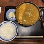 Hinodeudon - 肉入カレーうどん 950円 (天ぷら(海老) 100円)、ライス(小) 150円