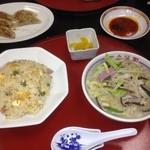 中華園 - 上の焼き餃子は、別のセットのものです。