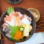 船宿割烹 汐風 - 料理写真:特上海鮮丼1650円 珍しく海鮮丼があったのですかさずこちらに。美味しかったです