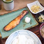 船宿割烹 汐風 - 前日海鮮丼は食べたので今日は生サケゆうあん焼きを。これも美味しかった