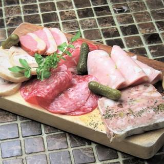 軽いおつまみから絶品の肉料理まで。様々なシーンで利用下さい!
