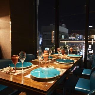 銀座の夜景が広がる洗練された空間でお食事を