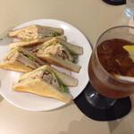 喫茶室ルノアール - 西京味噌風チキンサンド