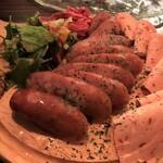 ワイン食堂 イタダキヤ - 香味ソーセージとハム盛り お肉のオンパレード(*^ω^*)