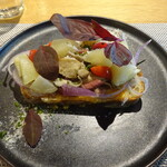 THE TENDER HOUSE DINING - 林檎ときのこソテー チーズのオープンサンド