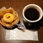 イット コーヒー - エッグタルトとブレンドコーヒー