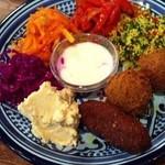 ロス・バルバドス - 9回目2012年3月19日レバノン料理 ヴェジタリアン マッツァ アラブ系野菜のお惣菜とピタパンのセット