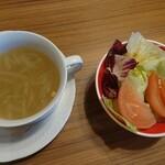 121278162 - セットのサラダとスープ♪
