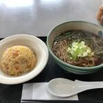 横瀬町観光案内所 - 料理写真:山菜そばと半チャーハンのセット