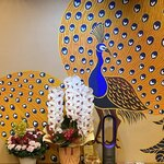 Giwommorikou - 京都中華らしい華やかな壁絵画。胡蝶蘭も綺麗。♫