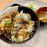 ララズキッチン - 料理写真:季節限定舞茸天丼825円