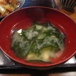 居酒屋 あじと 麻布十番 - 豆腐とわかめのお味噌汁。