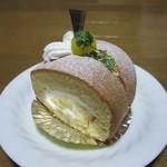 フランス菓子 アン・ファミーユ - カステラ栗ロール  ¥320