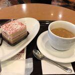 エクセルシオールカフェ - ベリーアーモンドケーキとエスプレッソミディアムサイズで866円