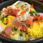 まぐろ市場 - 海鮮ちらし丼(税別565円)