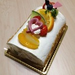 パティスリーコワン - フルーツロールケーキ