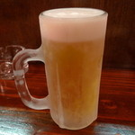 12130643 - 凍らせたジョッキに冷えたビール、