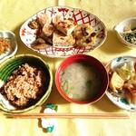 酵素玄米ご飯&カフェ 風琴と柚子の木 - 料理写真:ランチ1200円 これにミニ甘酒、サラダ、珈琲、お菓子が付いていました。