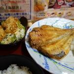 築地食堂源ちゃん - 赤魚開き焼きと鶏唐揚げ定食980円