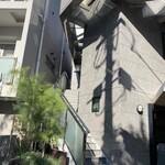 121309418 - 外観 (ビルの2階にあります)